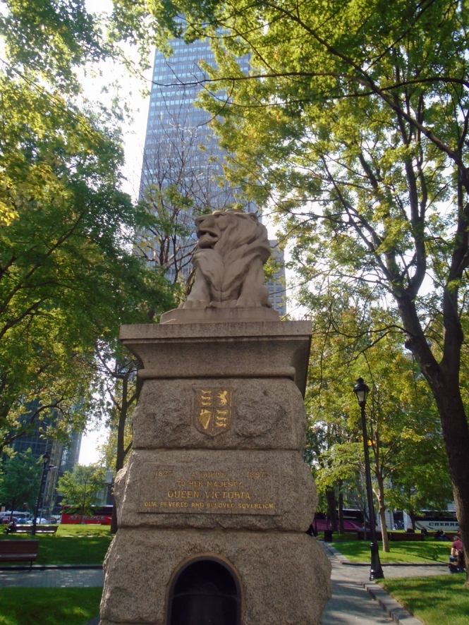 Confederation Lion awakes in downtown Montreal (15 September 2017)