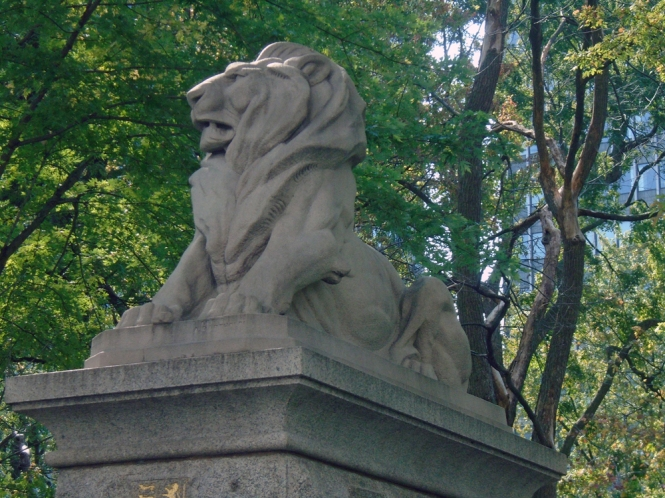Confederation Lion in downtown Montreal (15 September 2017)