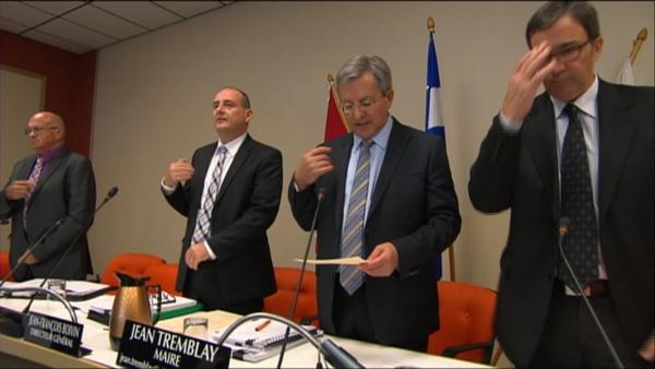 Conseillers à Saguenay, Qc faites le signe de la croix et récitez une prière de 20 secondes à chaque réunion du conseil. (Archives de la SRC)